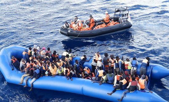 نجات 156 مهاجر در آب های مدیترانه